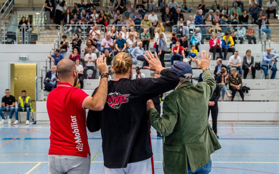 Captain Michael Plüss startet die Saison im begehrten Topscorer-Jersey der Mobiliar